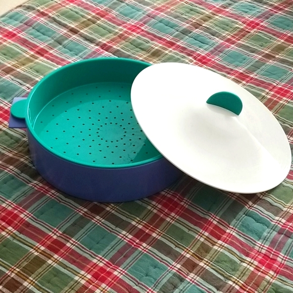 TUPPERWARE MicroSteamer w/Removable Colander & Lid